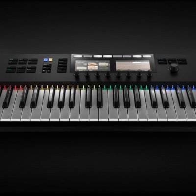 Native-Instruments-KOMPLETE-KONTROL-S61-01